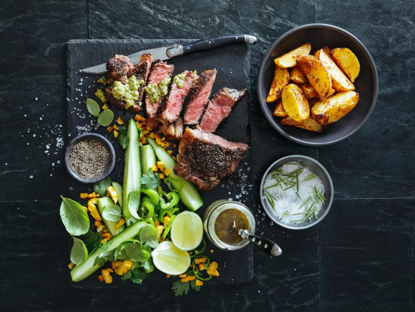 https://cf.ltkcdn.net/cooking/images/slide/257090-850x638-steak-avocado-citrus.jpg