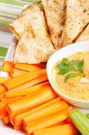 https://cf.ltkcdn.net/cooking/images/slide/151620-407x612-hummus-and-carrots.jpg