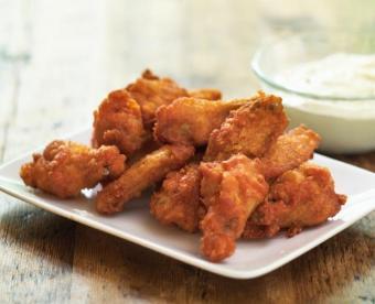 https://cf.ltkcdn.net/cooking/images/slide/151621-619x503-hot-wings.jpg
