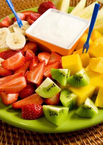 https://cf.ltkcdn.net/cooking/images/slide/151623-410x575-yogurt-and-fruit.jpg