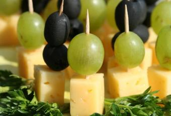 https://cf.ltkcdn.net/cooking/images/slide/151627-705x480-grapes-and-cheese.jpg