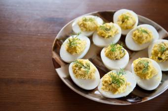 https://cf.ltkcdn.net/cooking/images/slide/152292-850x565-app-deviled-eggs.jpg