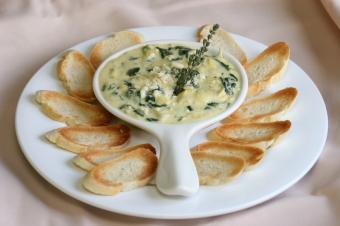 https://cf.ltkcdn.net/cooking/images/slide/152346-849x565-dip-spinach-artichoke.jpg