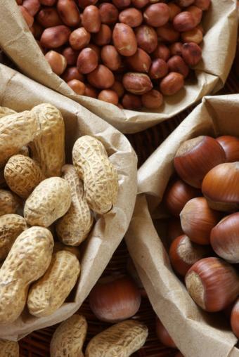 https://cf.ltkcdn.net/cooking/images/slide/152384-567x847-snack-mix-nuts.jpg