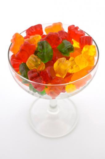 https://cf.ltkcdn.net/cooking/images/slide/152386-565x850-snack-mix-gummy-bears.jpg