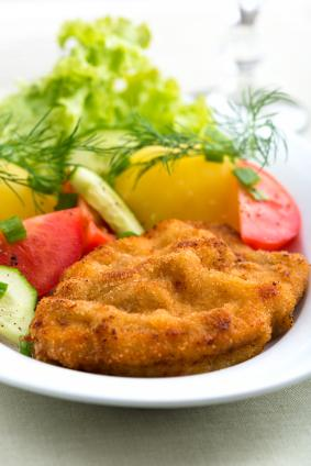 Breaded veal cutlet with garnishes