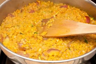 Cooking lentils; © Trgowanlock | Dreamstime.com