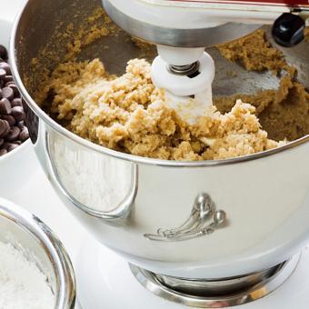 https://cf.ltkcdn.net/cooking/images/slide/164382-700x700-cookies_stand_mixer.jpg