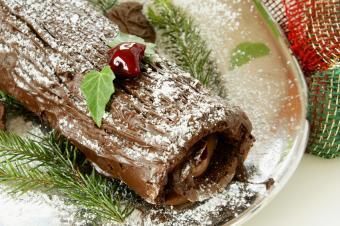 https://cf.ltkcdn.net/cooking/images/slide/166064-600x399-log-cake.jpg