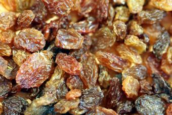 https://cf.ltkcdn.net/cooking/images/slide/166073-600x400-raisins.jpg
