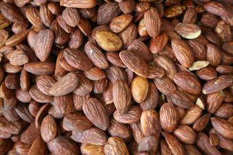 https://cf.ltkcdn.net/cooking/images/slide/166075-600x399-almonds.jpg