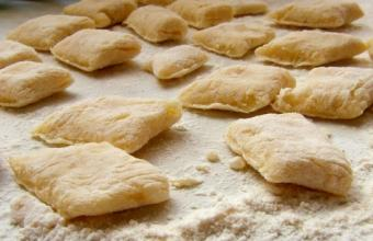 Freshly cut dumplings, ready to cook; © Bogdan Wańkowicz   Dreamstime.com