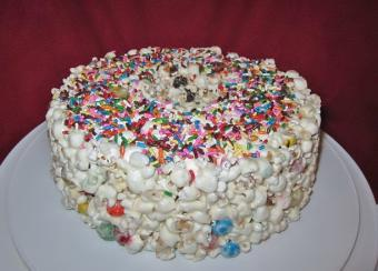 How to Make Candy Popcorn Cake