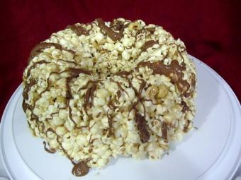 peanut butter chocolate popcorn cake