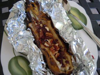 https://cf.ltkcdn.net/cooking/images/slide/189243-850x637-Grilled-Banana-Boat.jpg