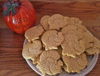 Platter of Thanksgiving turkey cookies