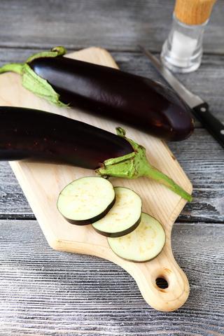 Eggplants on a cutting board; © Olha Afanasieva | Dreamstime.com