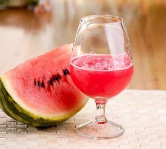 https://cf.ltkcdn.net/cooking/images/slide/200378-668x600-4-Watermelon.jpg