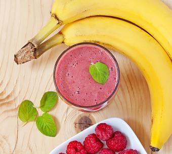 https://cf.ltkcdn.net/cooking/images/slide/200386-668x600-6-Banana-Raspberry-smoothie.jpg