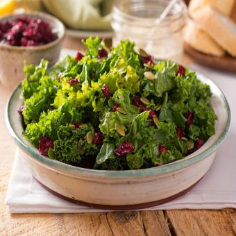https://cf.ltkcdn.net/cooking/images/slide/202119-850x850-Kale-Salad.jpg