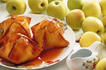 Apple dumplings with sugar syrup