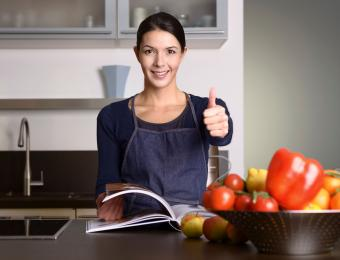 https://cf.ltkcdn.net/cooking/images/slide/203685-850x649-Woman-in-the-Kitchen-giving-thumbs-up.jpg