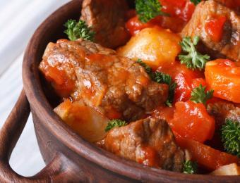 https://cf.ltkcdn.net/cooking/images/slide/203687-850x649-Beef-stew.jpg
