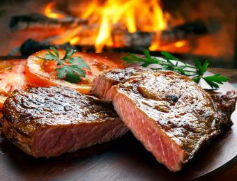 https://cf.ltkcdn.net/cooking/images/slide/203688-850x649-Beef-steak.jpg