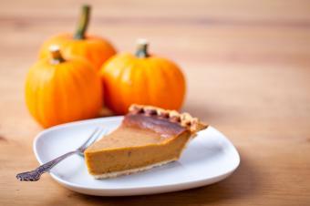 https://cf.ltkcdn.net/cooking/images/slide/204218-850x566-pumpkin-pie-slice-on-plate.jpg