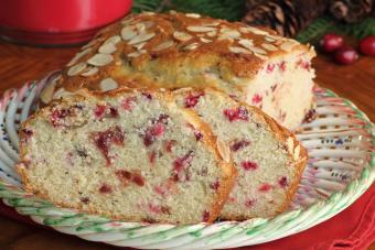 https://cf.ltkcdn.net/cooking/images/slide/204232-850x566-Cranberry-Orange-Almond-Loaf.jpg