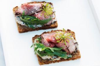 https://cf.ltkcdn.net/cooking/images/slide/218097-850x566-roastbeef-on-toast.jpg