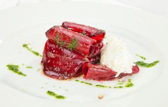 https://cf.ltkcdn.net/cooking/images/slide/218101-850x544-beet-and-goat-cheese.jpg