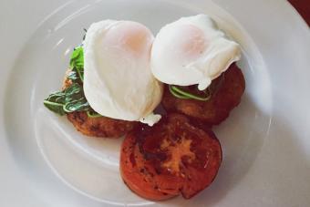 https://cf.ltkcdn.net/cooking/images/slide/221375-704x469-Poached-Eggs.jpg