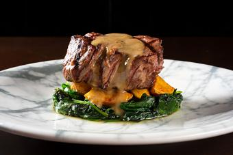https://cf.ltkcdn.net/cooking/images/slide/257062-850x567-steak-with-topping.jpg