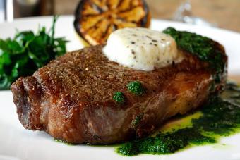 https://cf.ltkcdn.net/cooking/images/slide/257070-850x567-steak-porcini-butter.jpg
