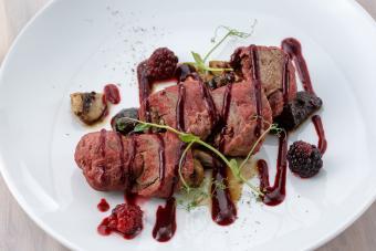 https://cf.ltkcdn.net/cooking/images/slide/257081-850x567-steak-blackberry-thyme.jpg