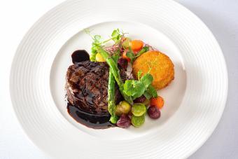 https://cf.ltkcdn.net/cooking/images/slide/257082-850x567-steak-with-bordelaise.jpg
