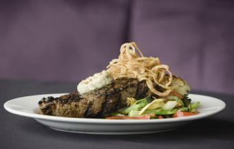 https://cf.ltkcdn.net/cooking/images/slide/257084-850x542-Steak-shallots-bleu-cheese.jpg