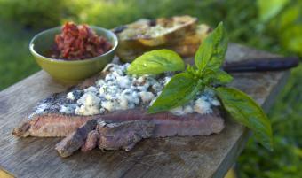 https://cf.ltkcdn.net/cooking/images/slide/257085-850x502-steak-gorgonola.jpg