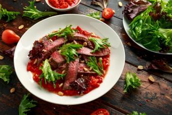 https://cf.ltkcdn.net/cooking/images/slide/257087-850x567-steak-romesco-sauce.jpg