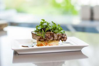 https://cf.ltkcdn.net/cooking/images/slide/257088-850x567-steak-microgreens.jpg