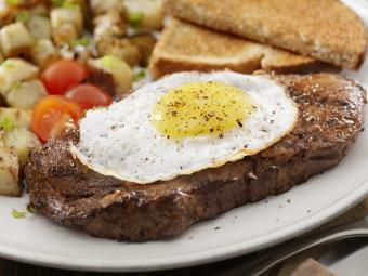https://cf.ltkcdn.net/cooking/images/slide/257094-850x638-steak-fried-egg.jpg