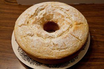 Photo of a ring-shaped pound cake.
