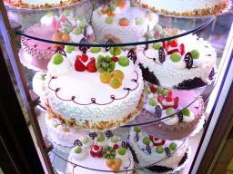 Icing_cakes.jpg