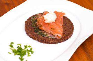 salmon on pumpernickel