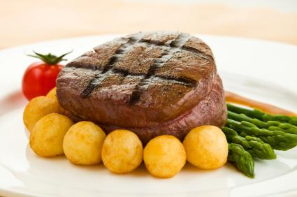 filet mignon, potatoes and asparagus