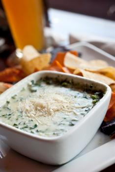 White cheesy spinach dip