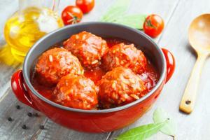 Porcupine meatballs in tomato sauce