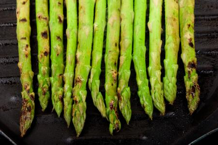 asparagus cooking in grill pan