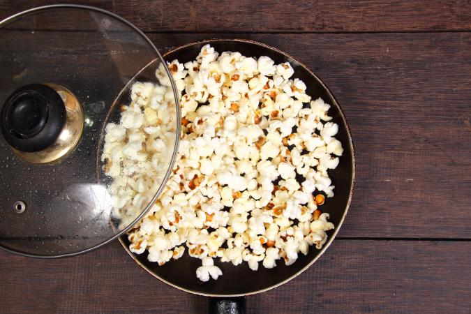 cook popcorn in a pan